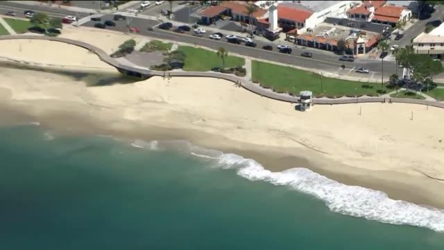 stockvideo's en b-roll-footage met los angeles, ca, u.s. - people at laguna beach amid covid-19 pandemic, on monday, june 29, 2020. - laguna beach californië