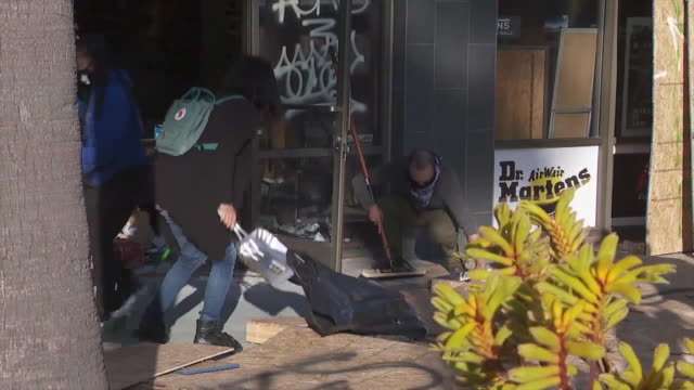 los angeles, ca, u.s. - people cleaning up businesses in long beach after looting amid george floyd protests on monday, june 1, 2020. - long beach california stock videos & royalty-free footage