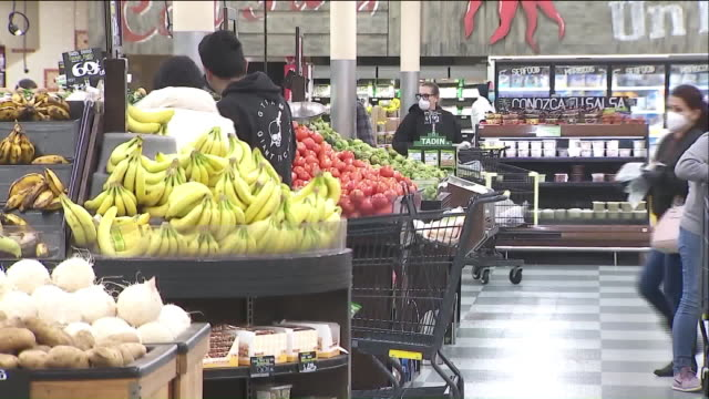 los angeles, ca, u.s., - people grocery shopping at northgate market during covid-19 pandemic, on tuesday, apr 7, 2020. - customer stock videos & royalty-free footage