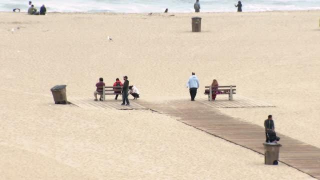 los angeles, ca, u.s. - people relaxing on santa monica beach on sunday, june 16, 2019. - santa monica pier stock videos & royalty-free footage