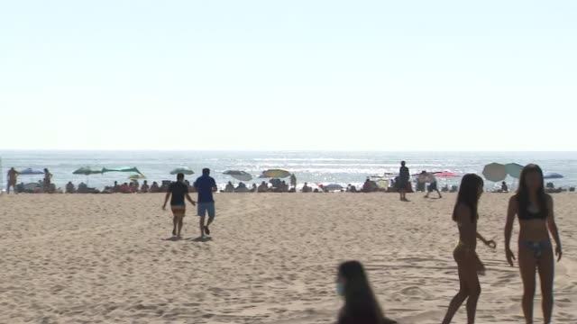 los angeles, ca, u.s. - people sunbathing and playing sports on beach during coronavirus pandemic on sunday, august 2, 2020. - horizon over water stock videos & royalty-free footage