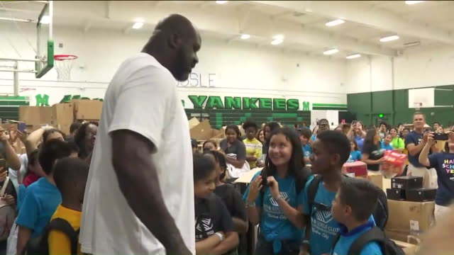 los angeles, ca, u.s. - shaquille o'neal greeted by students at school supplies charity event, on monday, august 5, 2019. - shaquille o'neal stock videos & royalty-free footage