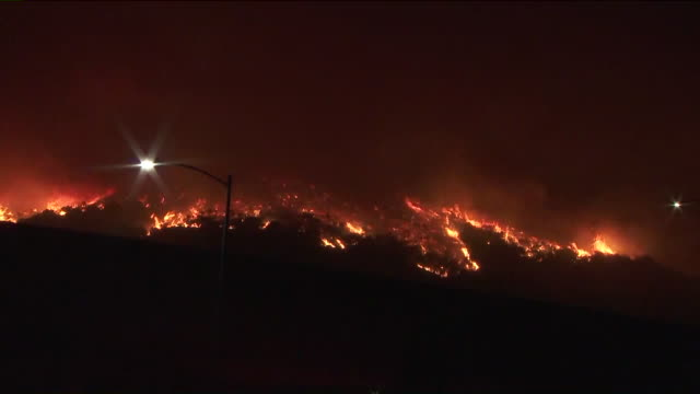 los angeles, ca, u.s - the getty fire burns through hundreds of acres near brentwood at night on monday, october 28, 2019. a brush fire that ignited... - brentwood los angeles stock videos & royalty-free footage