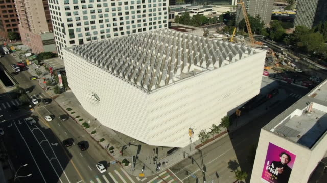 los angeles, california, u.s. - drone aerials of broad museum in downtown on wednesday, july 24, 2019. - ロサンゼルスカウンティ美術館点の映像素材/bロール