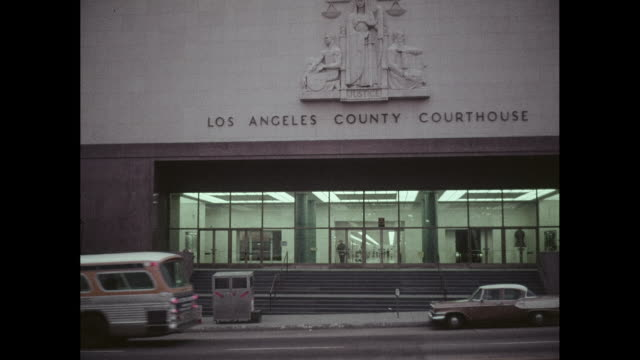 los angeles county courthouse building, street view - palazzo di giustizia video stock e b–roll