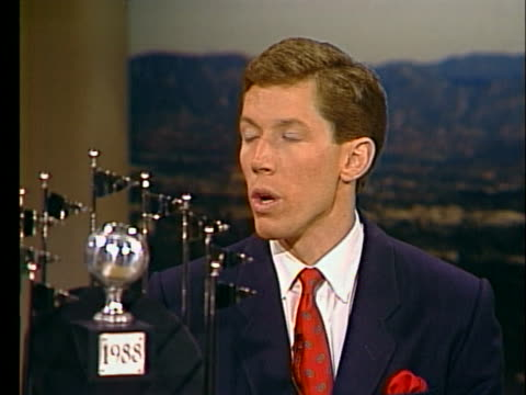 los angeles dodger pitcher orel hershiser talks about the 1988 world series - sport stock-videos und b-roll-filmmaterial