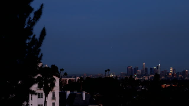 stockvideo's en b-roll-footage met los angeles dusk - west hollywood