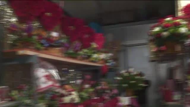 los angeles flower mart on valentine's day. - バレンタインデー点の映像素材/bロール