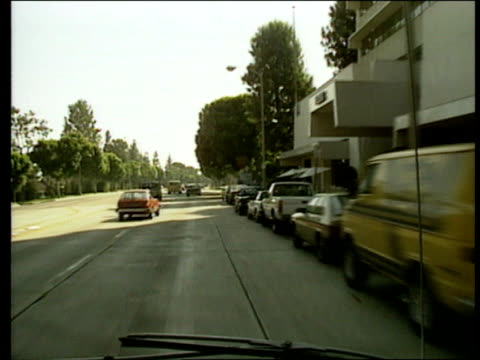 vidéos et rushes de los angeles gvs 'hollywood' sign on hillside/ further point of view shots povs from car as driving along hollywood street/ various cinema posters... - 1980 1989