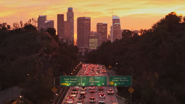 vídeos de stock e filmes b-roll de los angeles highways with rush hour traffic - sul da califórnia