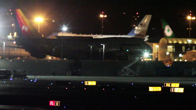 Los Angeles International Airport runway activity during President Barack Obama's visit to Los Angeles / Air Force One SAM 29000 parked near the...