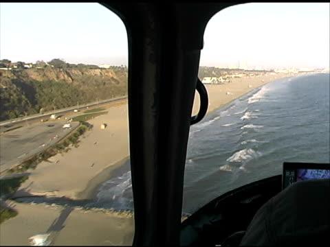 ロサンゼルス:マリブのビーチからヘリコプター lapd 警察 - 盗み聞き点の映像素材/bロール