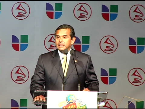 los angeles mayor antonio villaraigosa on the heart of latin music and latin artists being welcome in los angeles at the 2005 latin grammy awards... - antonio villaraigosa stock videos and b-roll footage
