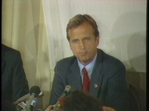 los angeles olympic organizer peter ueberroth reassures the press that soviet athletes, judges and journalists will be safe at the us olympics. - スポーツの判定員点の映像素材/bロール