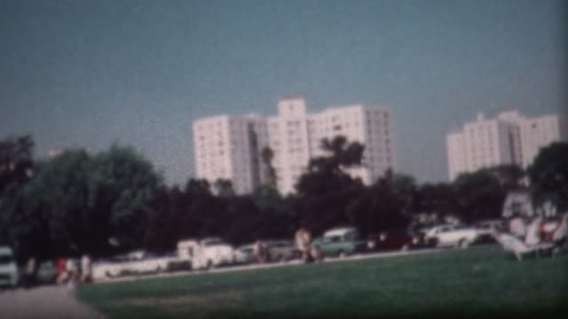 stockvideo's en b-roll-footage met los angeles park 1973 - beverly hills californië