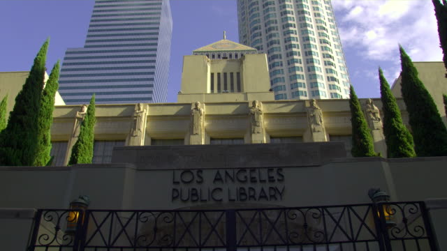 ms, la, los angeles public library, los angeles, california, usa - 公共図書館点の映像素材/bロール