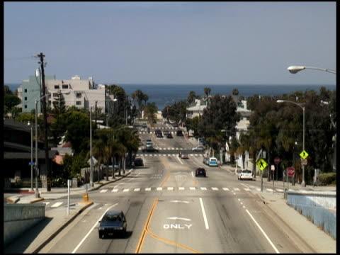 los angeles: santa monica street to the pacific ocean - letterbox format bildbanksvideor och videomaterial från bakom kulisserna