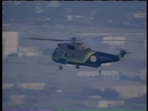 los angeles sheriff's department rescue helicopter transports the body of michael jackson, dubbed the king of pop, from the ronald reagan ucla... - låtskrivare bildbanksvideor och videomaterial från bakom kulisserna