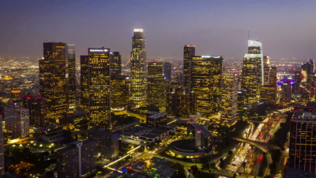 vídeos de stock e filmes b-roll de los angeles skyline aerial timelapse - city of los angeles