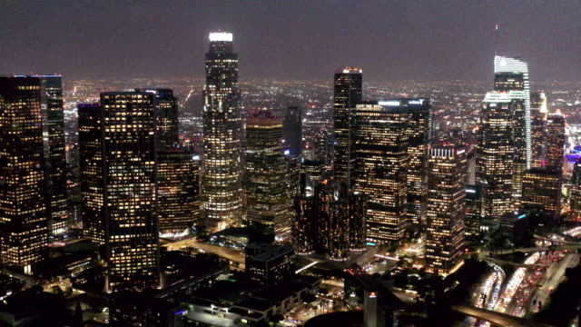vídeos de stock e filmes b-roll de los angeles skyline aerial video - no alto