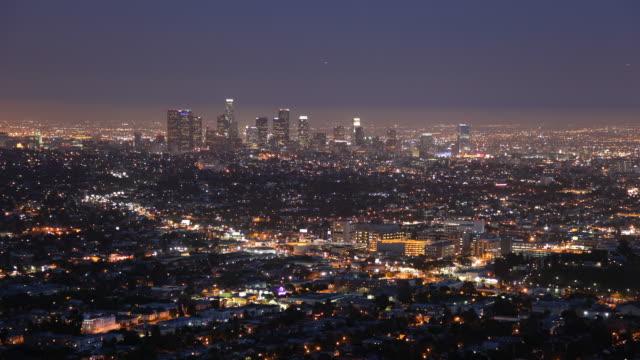 t/l ws ha los angeles skyline, dusk to night / california, usa - dusk to night stock videos & royalty-free footage