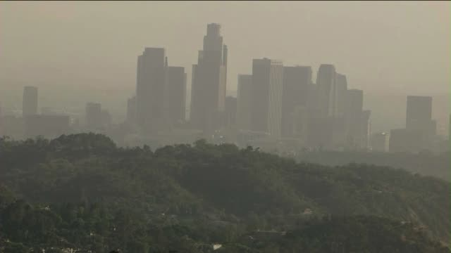 los angeles skyline from a distance - smog stock-videos und b-roll-filmmaterial