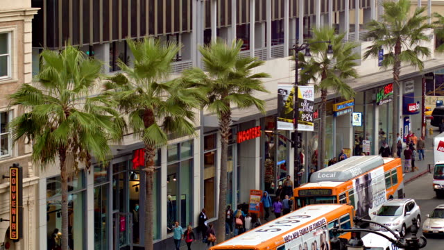 stockvideo's en b-roll-footage met los angeles skyline van hollywood boulevard - hollywood walk of fame