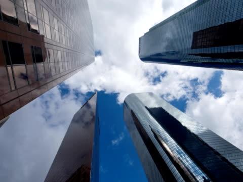 zeitraffer der wolkenkratzer in los angeles - fensterfront stock-videos und b-roll-filmmaterial