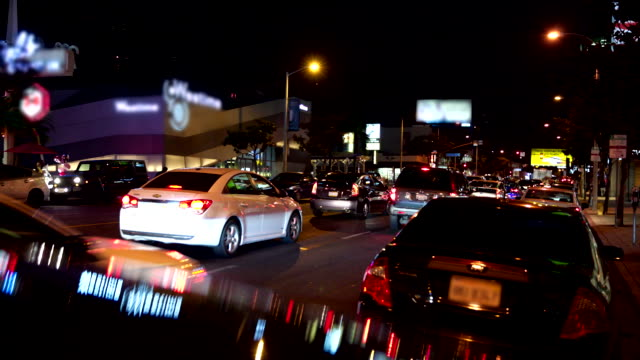 los angeles sonnenuntergang blvd menschen rush hour verkehr - sunset boulevard stock-videos und b-roll-filmmaterial