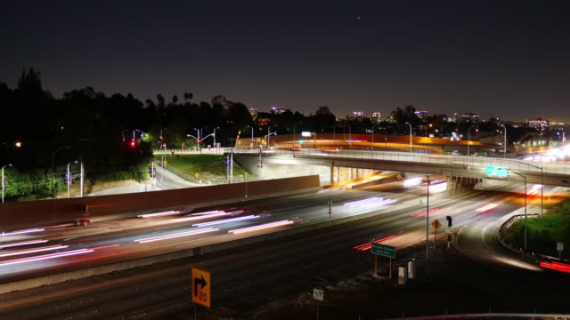 los angeles traffic timelapse - sunset boulevard stock-videos und b-roll-filmmaterial