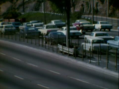 los angeles traffic - volkswagen stock-videos und b-roll-filmmaterial