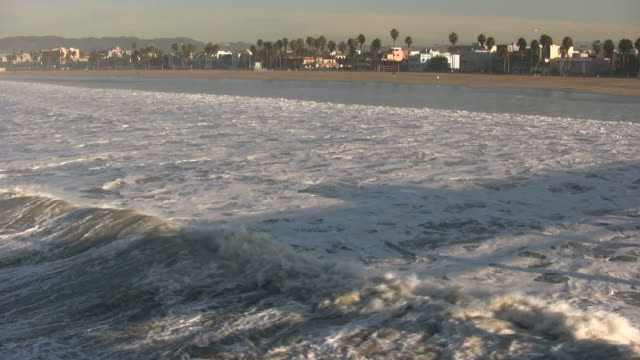 (HD1080i) Los Angeles: Winter Waves at Venice Beach