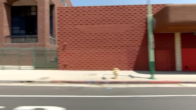vidéos et rushes de los angeles xiv série synchronisée plaque de conduite vue droite - boulevard