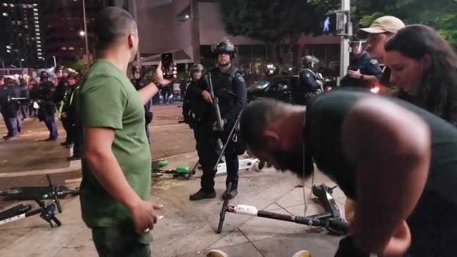 stockvideo's en b-roll-footage met los angles police department officer was seen pushing a black man to the ground after peaceful celebrations following the los angles lakers' nba... - https