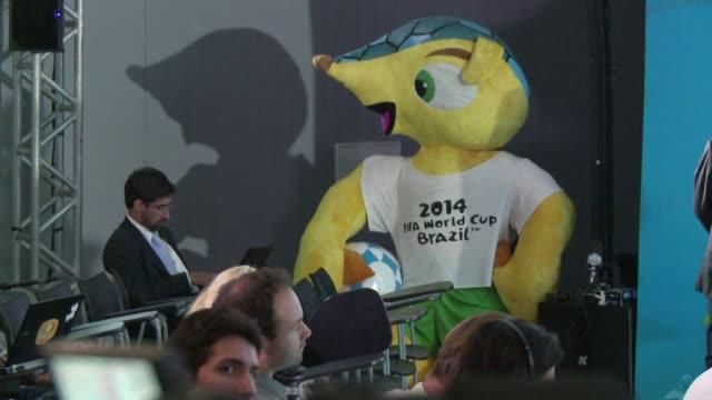 los atrasos en la organizacion del mundial 2014 juegan en contra de brasil pero la fifa insistio este viernes que el evento esta bien encaminado y... - caipirinha stock videos & royalty-free footage