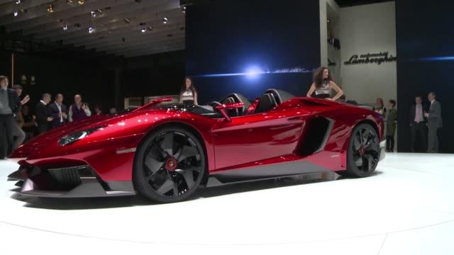 los autos deportivos tienen fama de ser grandes bebedores de gasolina geneva switzerland - gasolina stock videos & royalty-free footage
