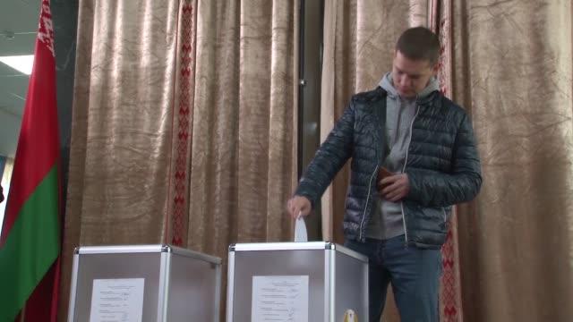 Los bielorrusos votaron este domingo en unas elecciones presidenciales boicoteadas por la oposicion democratica