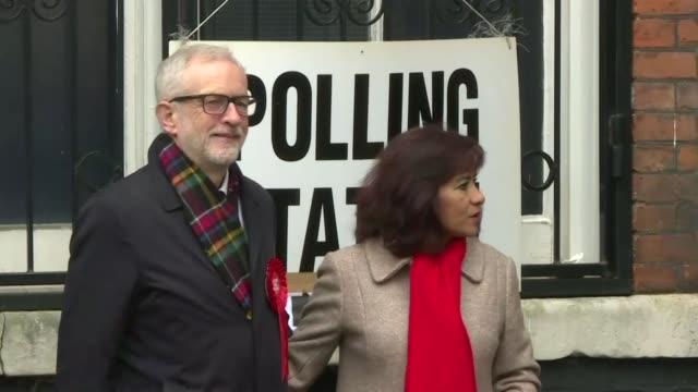 los britanicos votaban el jueves en las elecciones mas importantes en una generacion de donde saldra el parlamento que de respuesta a la cuestion mas... - reino unido stock videos & royalty-free footage