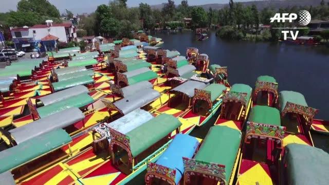 los canales de xochimilco en el sur de ciudad de mexico enfrentan un peligro: la construccion de viviendas irregulares esta deteriorando el suelo y... - aquifer stock videos & royalty-free footage