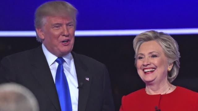 los candidatos presidenciales estadounidenses hillary clinton y donald trump protagonizaron el lunes un aspero choque en su primer debate con... - debatt bildbanksvideor och videomaterial från bakom kulisserna
