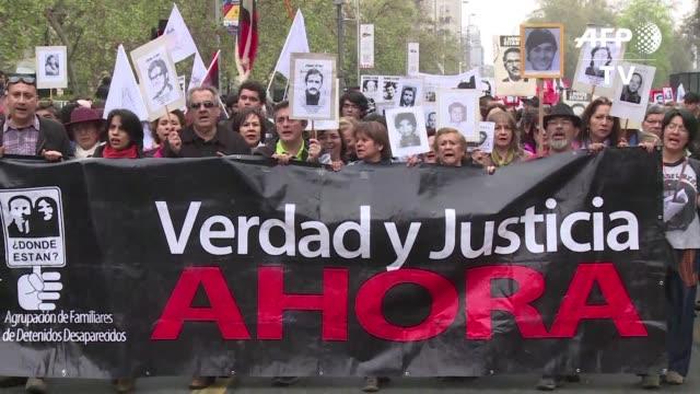 los chilenos conmemoraron el domingo los 43 anos del golpe militar que derroco a salvador allende apago la democracia chilena e instauro la cruenta... - salvador allende stock videos & royalty-free footage