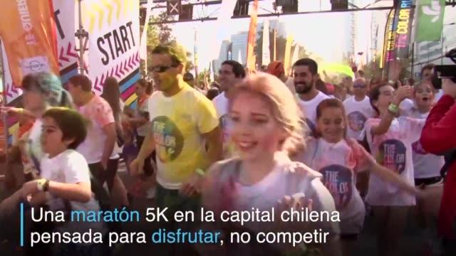 los chilenos corrieron el lunes los cinco kilometros mas felices del planeta en el evento conocido como the color run pensado como una maraton para... - planeta stock videos & royalty-free footage