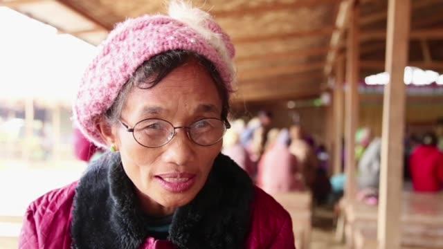 los combates en el estado de kachin en birmania estan ensombreciendo las conversaciones de paz que intentan poner fin a decadas de guerra civil - guerra civil stock videos and b-roll footage