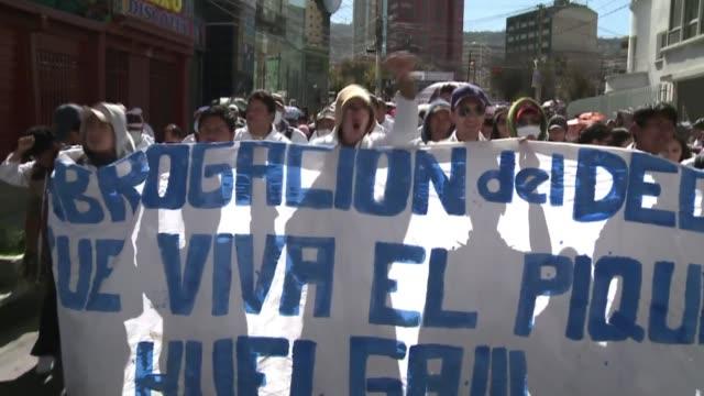los conflictos sociales se multiplican en bolivia voiced huelgas y conflictos en bolivia on may 09 2012 in la paz bolivia - sindicatos stock videos & royalty-free footage