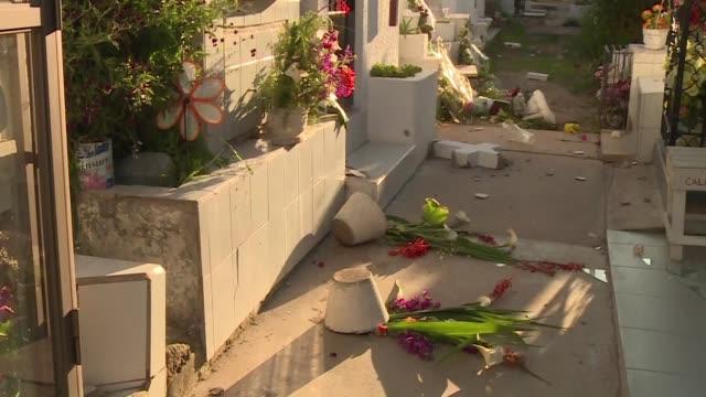 Los destrozos en Illapel tras el terremoto de 83 que sacudio Chile eran evidentes este jueves en comercios viviendas y hasta en el cementerio...