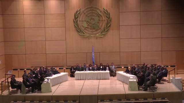 los dialogos de paz por siria auspiciados por las naciones unidas fueron restaurados el jueves en ginebra con las delegaciones del gobierno y la... - naciones unidas stock videos & royalty-free footage