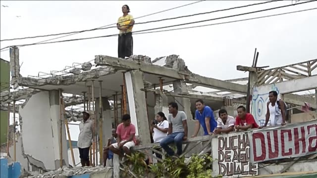 los ecuatorianos conmemoraban el primer mes del terremoto con diversos actos mientras seguian contando a sus muertos - ecuadorian ethnicity stock videos and b-roll footage