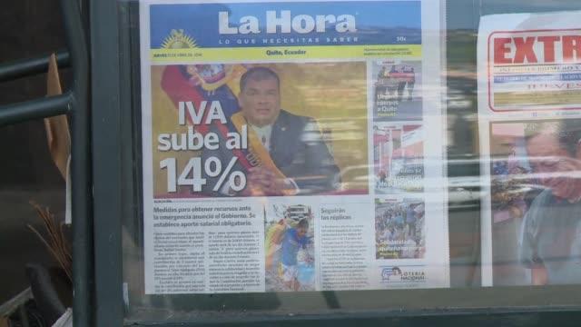 los ecuatorianos de la capital reaccionaban solidariamente con las victimas del terremoto tras las drasticas medidas economicas anunciadas por el... - ecuadorian ethnicity stock videos and b-roll footage