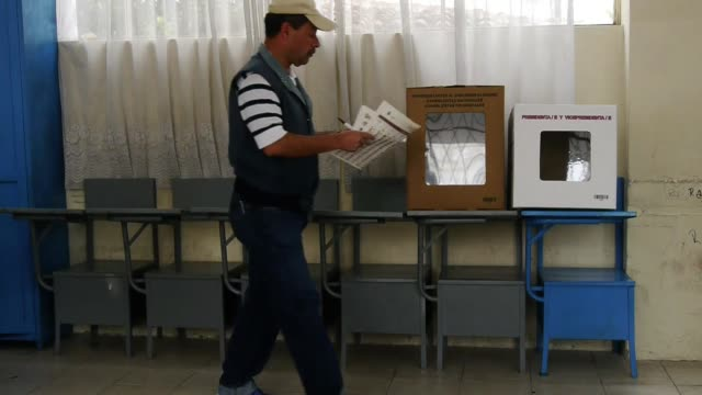 los ecuatorianos votan este domingo en una jornada que proyecta un triunfo arrollador del actual presidente rafael correa quien ampliaria su mandato... - ecuadorian ethnicity stock videos and b-roll footage
