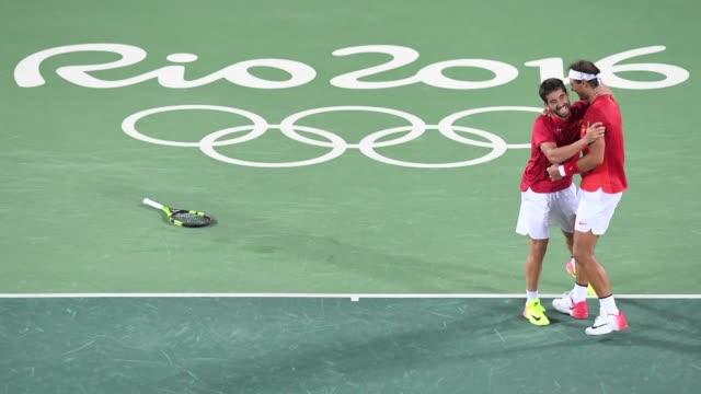 Los espanoles Rafael Nadal y Marc Lopez ganaron la medalla de oro en el dobles masculino de tenis al imponerse en una intensa final a los rumanos...
